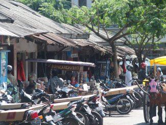 Mark in Kalibaru op oost Java tijdens rondreis