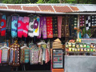 Stalletjes bij Besakih tempel op Bali