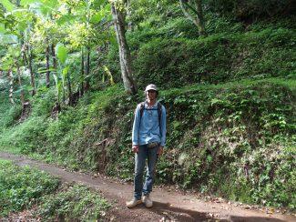 gids tijdens wandeling Munduk Bali