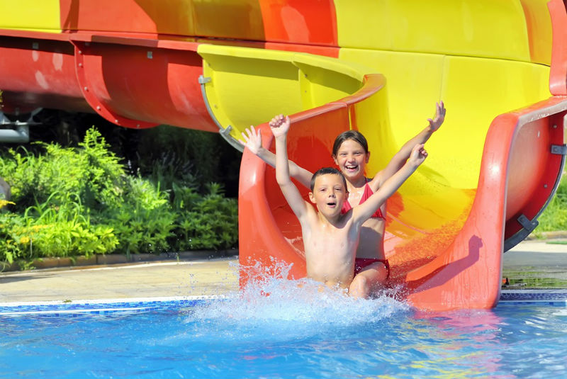 Zwembaden voor kinderen tijdens een rondreis door Indonesië