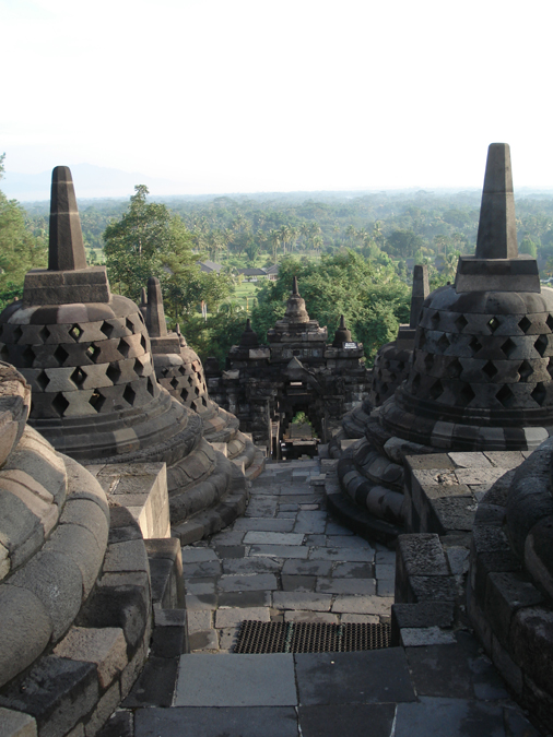 In het nieuwe seizoen Erica op Reis een bezoek aan Indonesië