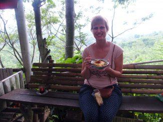 Lunchen onderweg van Bromo naar Kalibaru