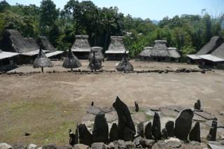 Bezoek een traditioneel dorp op Flores tijdens uw rondreis door Indonesië