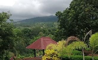 Lombok, Senaru. Een groen eiland, met prachtige vergezichten.