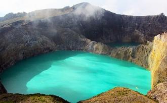 Moni, driekleurenmeer, op Flores Indonesië
