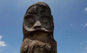 Sulawesi - actieve - reis - Bada vallei - megaliet