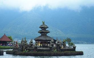 Ulun Danu Batur bezoeken op Bali tijdens rondreis met gezin
