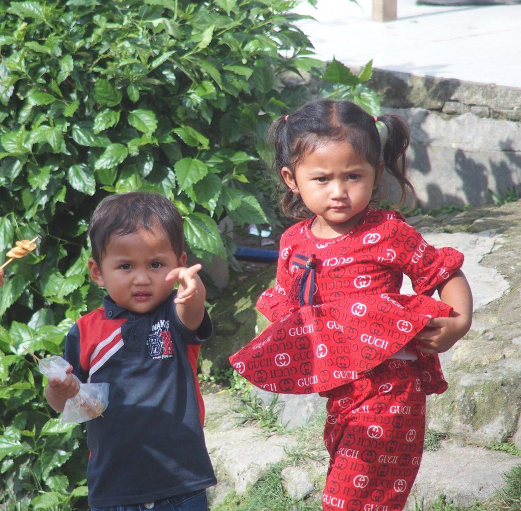 Persoonlijke aandacht tijdens rondreis met gezin of familie op Sumatra in Indonesie