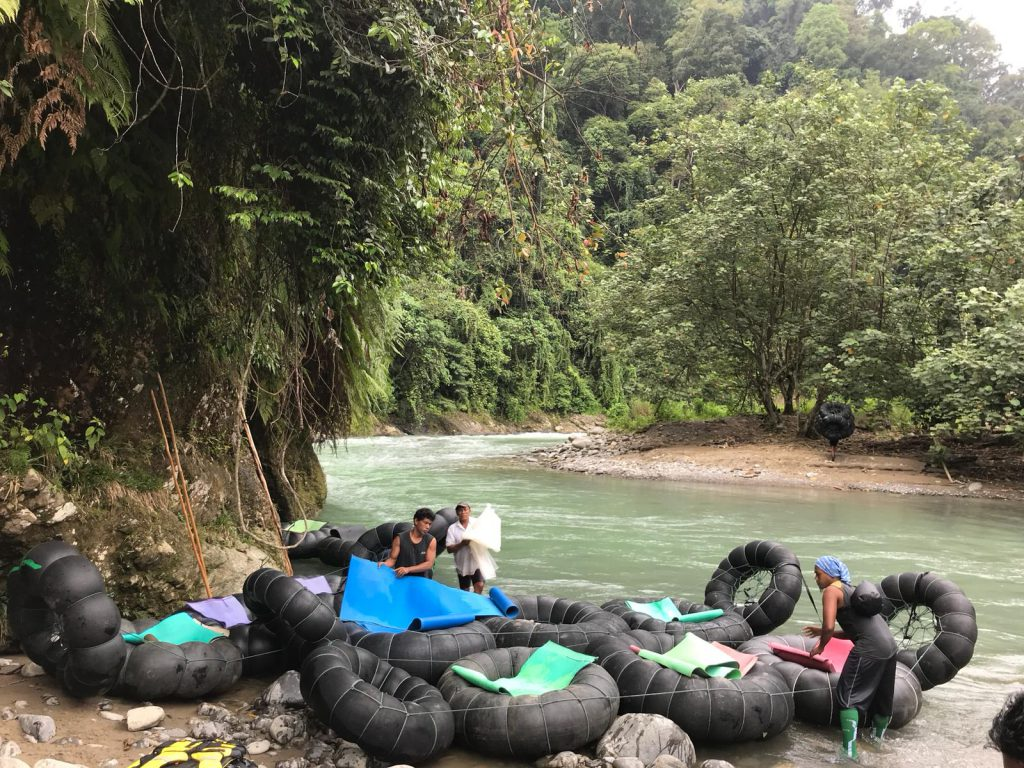 Tuben in Bukit Lawang tijdens gezinsvakantie